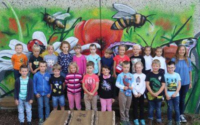 https://www.homburgschule-neuhausen-ob-eck.de/wp-content/uploads/2020/09/Klasse-1a-mit-Isolde-Frenzel-400x250.jpg