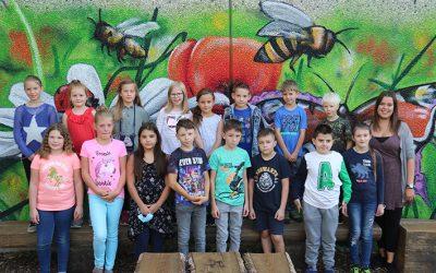 https://www.homburgschule-neuhausen-ob-eck.de/wp-content/uploads/2020/09/Klasse-3a-mit-Mira-Keller-400x250.jpg