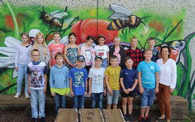 https://www.homburgschule-neuhausen-ob-eck.de/wp-content/uploads/2020/09/Klasse-4b-mit-Angi-Sitta-400x250.jpg