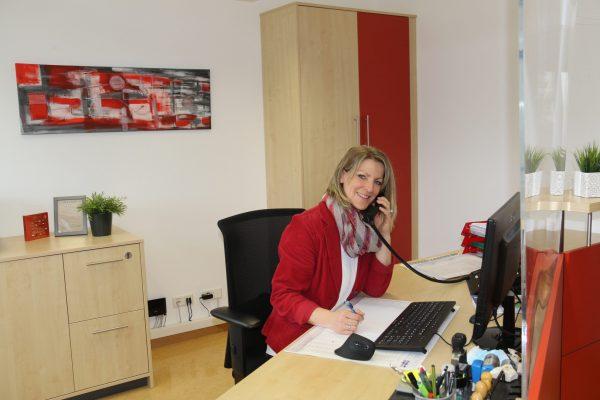 https://www.homburgschule-neuhausen-ob-eck.de/wp-content/uploads/2021/02/Schulsekretaerin-Linda-Epple-014-scaled-600x400.jpg